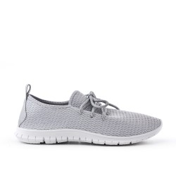 Chaussure grise en textile extensible à lacet
