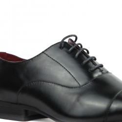 Black derby with elongated tip