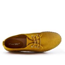 Espadrille jaune en simili daim perforé