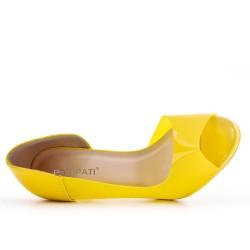 Yellow high heel pump
