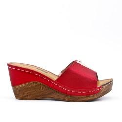 Claquette compensé rouge en simili cuir