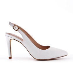 White leatherette pump