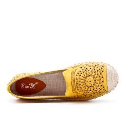 Espadrille jaune en simili cuir perforé