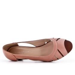 Pink leatherette pump