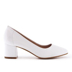 White high heel pump