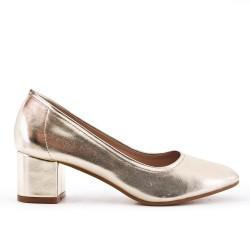 Golden pump with big heels