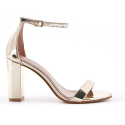 Golden sandal in patent heel