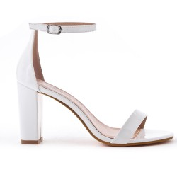 White sandal in patent heel