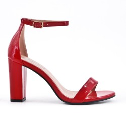 Sandale rouge en vernis à talon