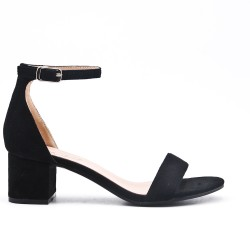 Sandalia negra en gamuza sintética con tacón cuadrado