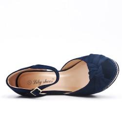Sandalia de cuña azul con suela de alpargata