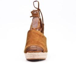 Sandale camel compensée à lacet pompon
