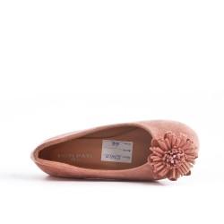Bailarina chica rosa con flor
