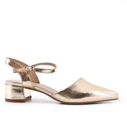 Pointed golden pumps in imitation leather with small heels
