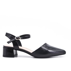 Pointed black pumps in imitation leather with small heels