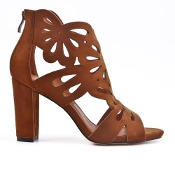 Camel suede faux pump with flower pattern