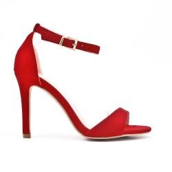 Sandalia roja en gamuza sintética con tacón