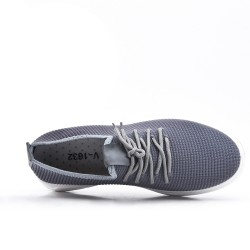Zapatilla gris con tejido de encaje elástico