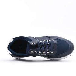 Zapatilla azul con encaje