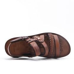Sandalia de hombre marrón con bridas.