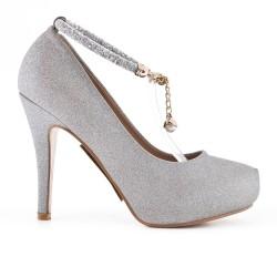 Zapato de plata con joyas