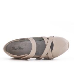 Zapato confort beige en piel sintética