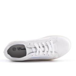 Zapatillas blanco con suela gruesa