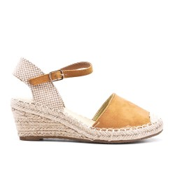Camel wedge sandal with pompom lace