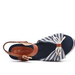 Sandalia de cuña azul