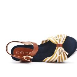 Sandale compensée en toile jaune