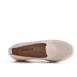 Chaussure beige en textile extensible à petit compensé