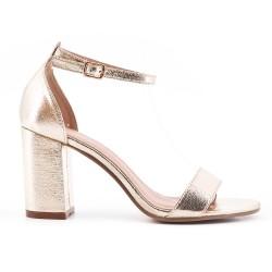 Sandale en vernis doré métallisé à talon