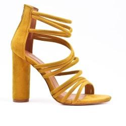 Sandale jaune en simili daim à talon rond