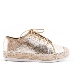 Golden sneaker with lace