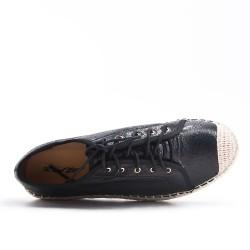 Zapatilla negra con encaje