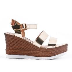 Wedge sandal in varnish