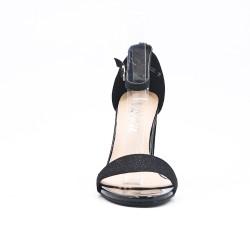 Sandalia negra de tacón alto