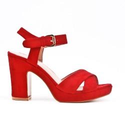 Sandale rouge en simili daim à brides croisées
