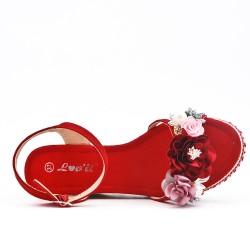 Sandale compensée rouge à fleurs