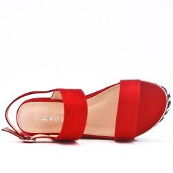 Sandale compensée rouge à boucle