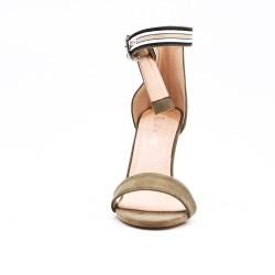 Sandale verte en simili daim à boucle