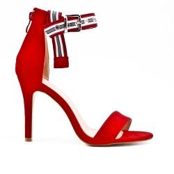 Sandale rouge en simili daim à boucle