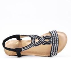 Sandalia negra con cuña pequeña