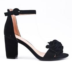 Sandalia negra en gamuza sintética con flor