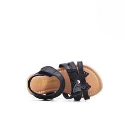 Sandalia niña negra con estampado de mariposas.