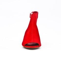Botín rojo con punta abierta