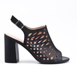 Sandalia de piel imitación negra con tacón
