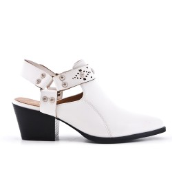White shoe with small heels