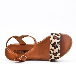 Wedge sandal with leopard pattern