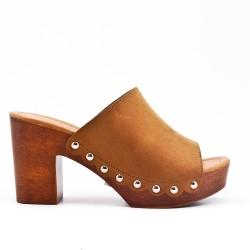 Camel slipper with big heel